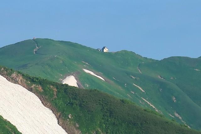 梅花皮岳の山頂直下から門内小屋・門内岳