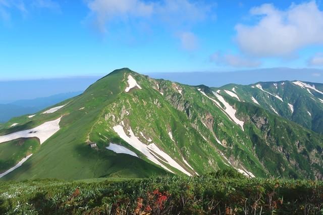 飯豊山縦走路梅花皮小屋、北股岳の景色