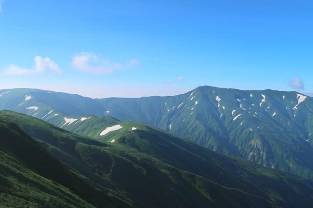 烏帽子岳への縦走ルートから見る大日岳の景色