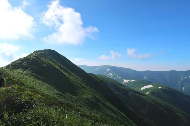 烏帽子岳の山頂が間近