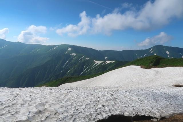 烏帽子岳から御西小屋まで地味に距離とアップダウンのあるルート