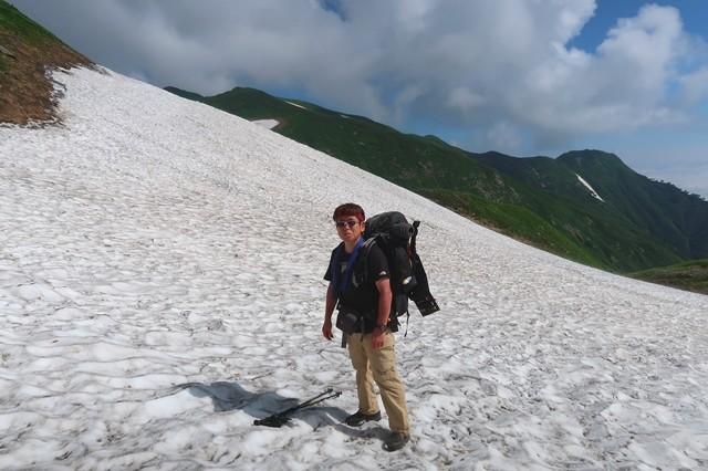 御手洗ノ池の手前にあった雪渓
