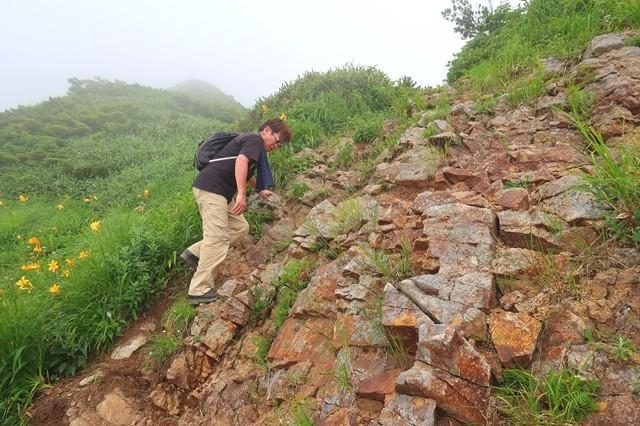 大日岳の山頂直下のガレ場ルート