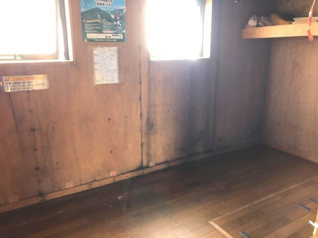 御西小屋の小屋泊と内部の様子