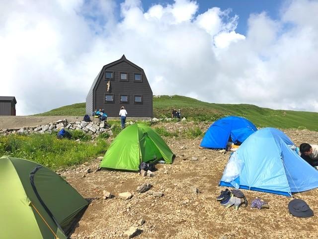 御西小屋とテント場