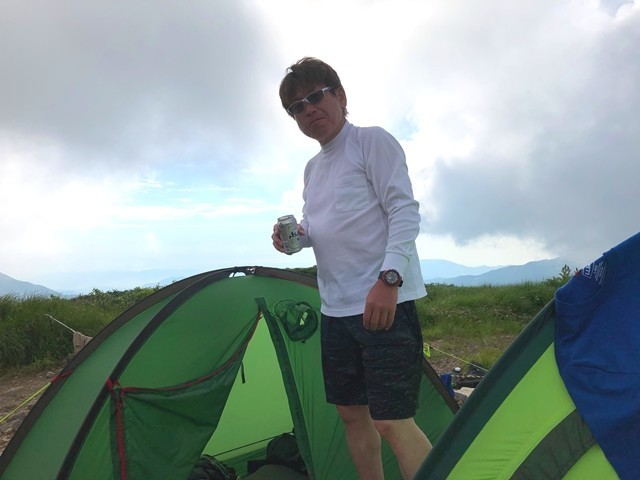 御西小屋での宿泊を楽しむ登山者