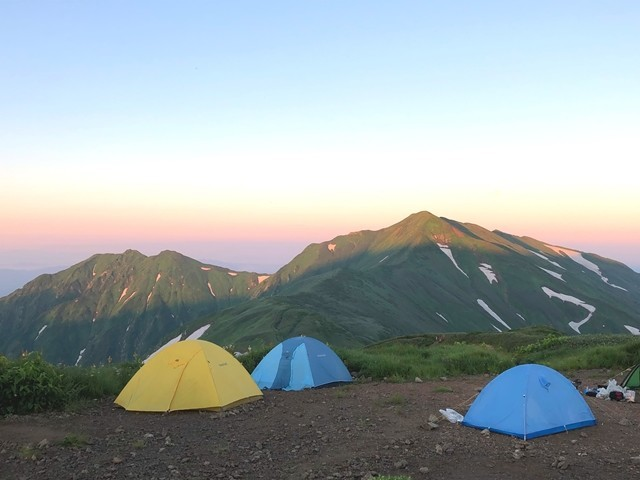 大日岳を見渡せる御西小屋でのテント泊