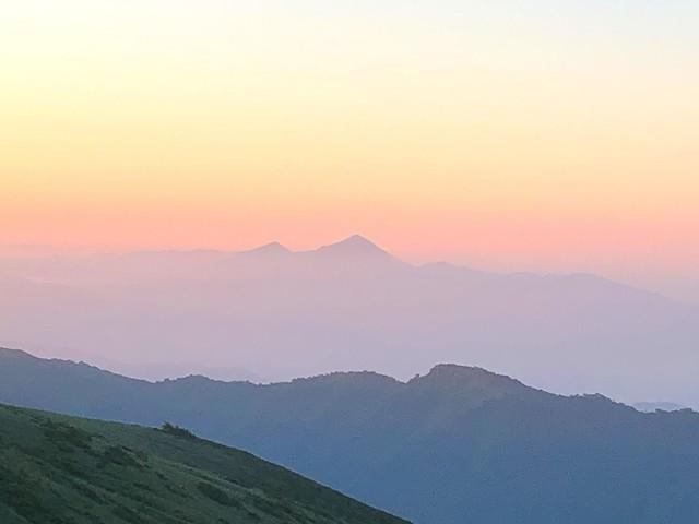 飯豊山縦走中の磐梯山方面の景色