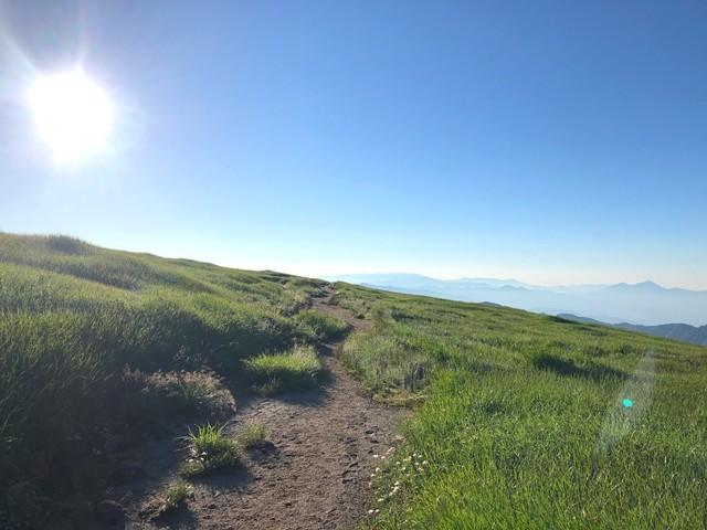 飯豊山まで雰囲気の良い登山道の様子