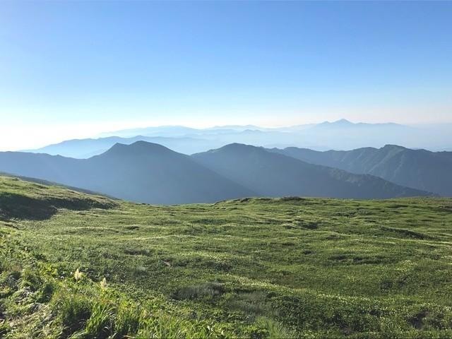 飯豊山への縦走中の磐梯山景色