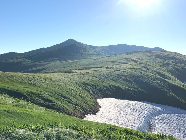 棚田の様な飯豊山の雪渓