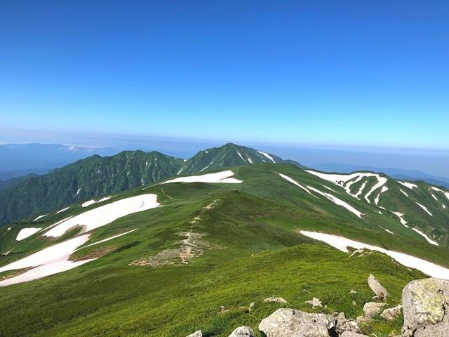 飯豊山山頂の景色