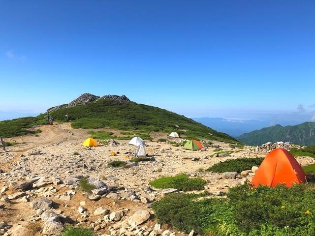 本山小屋のテント場
