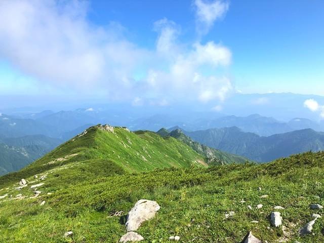 ダイグラ尾根登山道の岩道