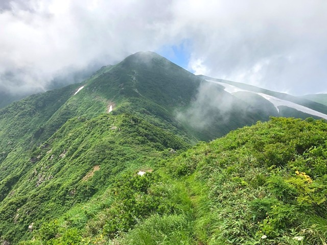 飯豊山の山頂天気が悪い