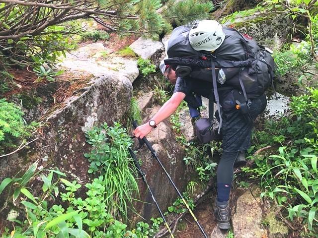 宝珠山までの登り返し岩場や急斜面登山道