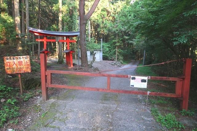 ゲートと神社
