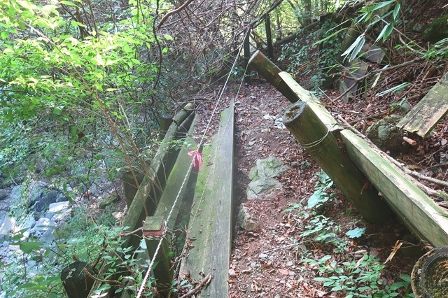 根原の吊橋ルートの崩壊地