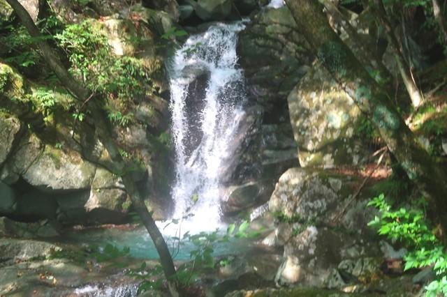 比丘尼の滝の上流の綺麗な滝