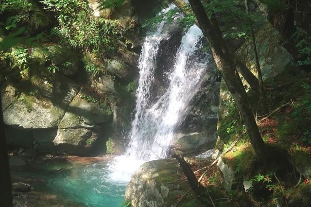 毛無山登山中の滝景色