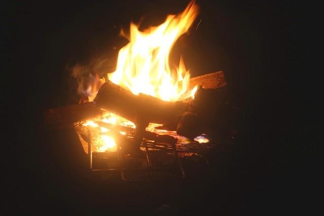 ふもとっぱらキャンプ場でノンビリ焚火をしながら独りの時間