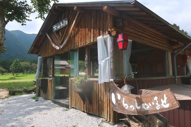 ふもとっぱらキャンプ場内の食堂金山キッチン