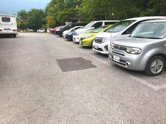 いずみの湯富士西湖日帰り温泉駐車場の様子