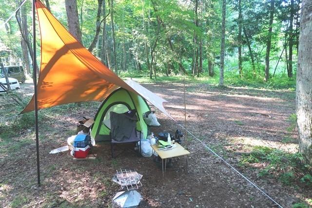 キャンプ中のキャンピングムーン焚き火チェアーの様子