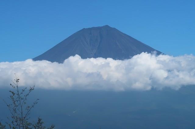 天子ヶ岳の展望台富士見台からの富士山の景色