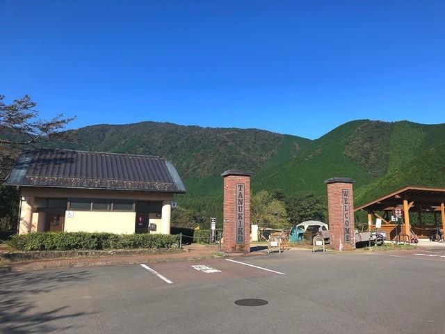 る田貫湖キャンプ場の駐車場