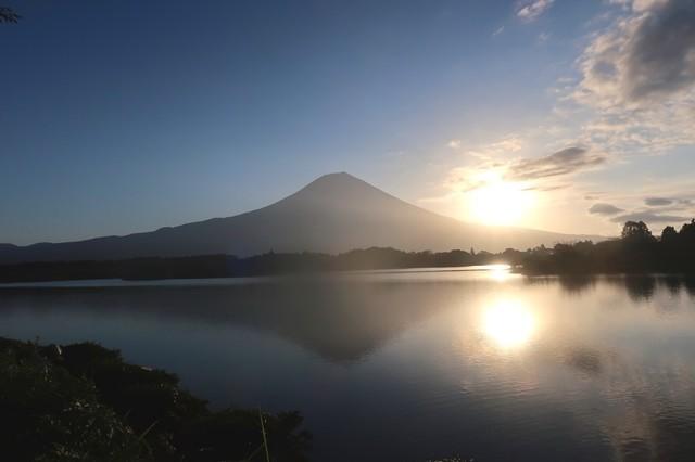 田貫湖キャンプ場から富士山の景色
