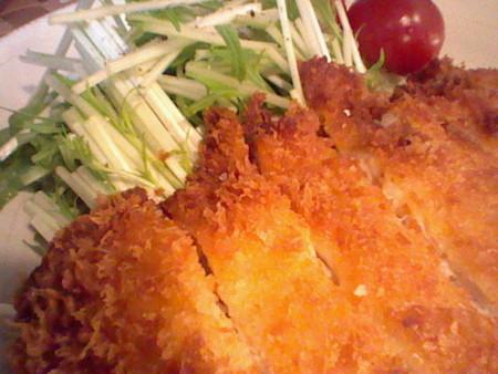 きび砂糖酒みそに漬けた鶏胸肉のチキンカツ。