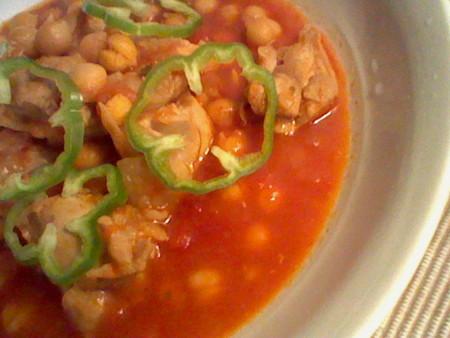 ひよこ豆と鶏もも肉のチリトマト煮。