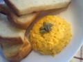カルピスバタートーストとスクランブルエッグ。