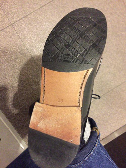 革靴にゴム底(ビブラムソール)を貼りました