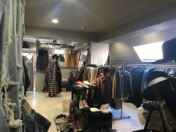 渋谷の古着屋「アンドコー」の店内