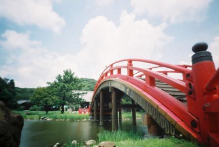 阿字ケ池に架かる反橋