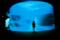 紺碧に流れる光