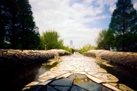 水ノ階段ヨリミナトミライヲ望ム