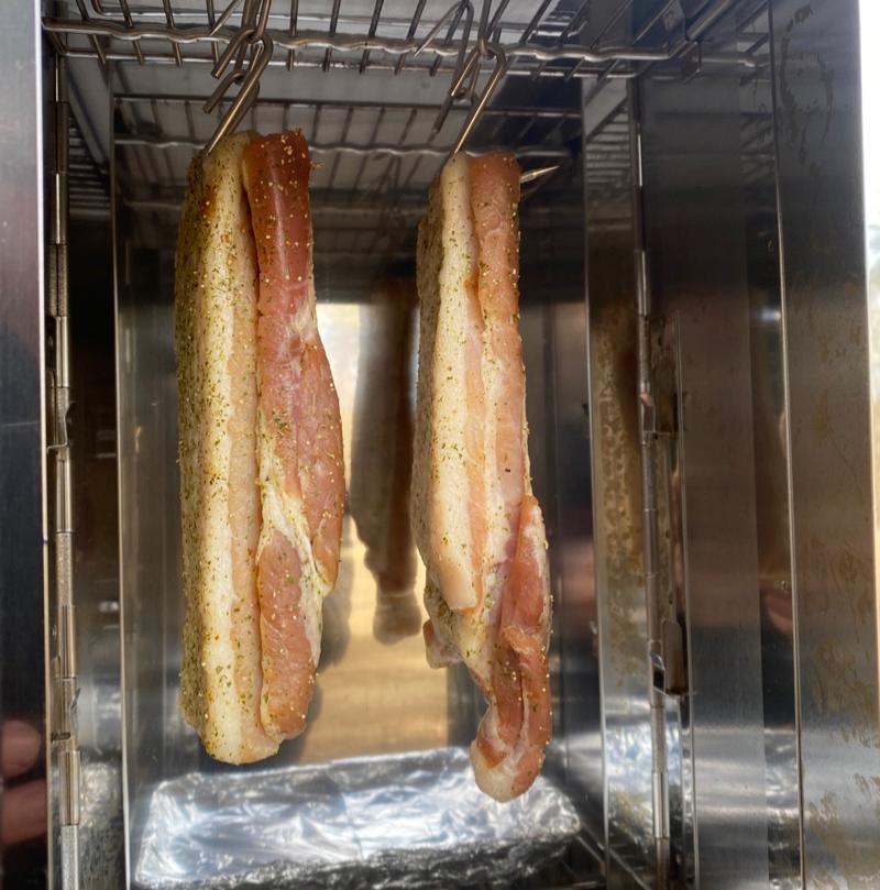 FS−600にお肉を吊るして風乾