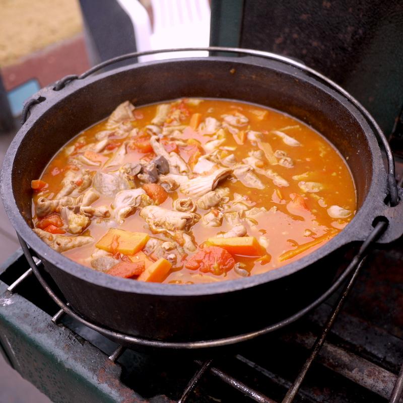 キャンプ飯 イタリア風もつ煮込み