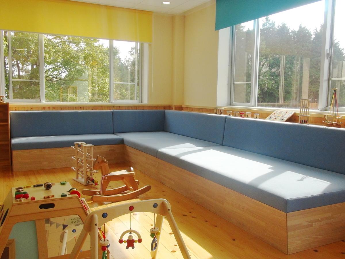 赤ちゃんのお部屋はソファーもあり