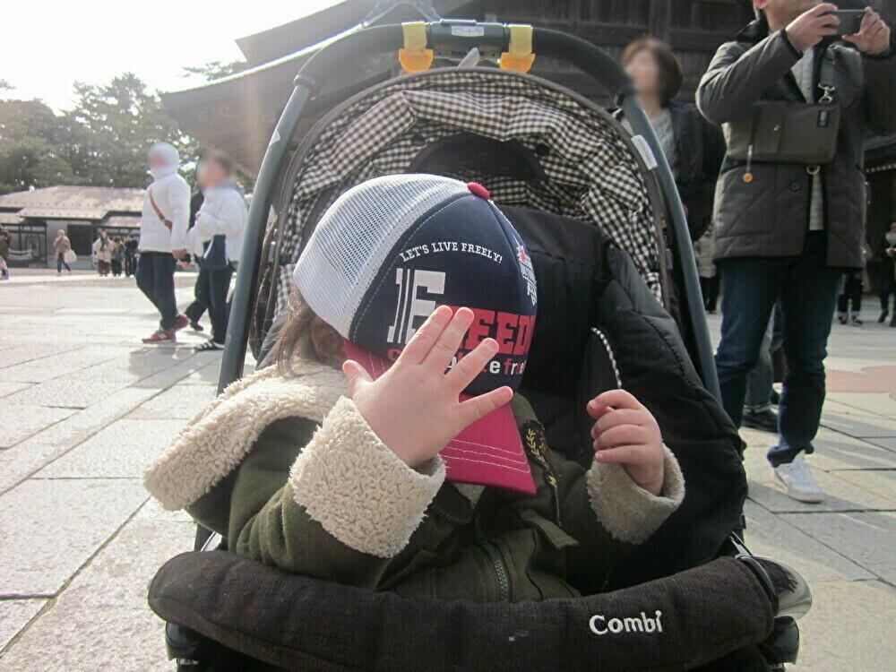 お兄ちゃんの帽子がお気に入り☆
