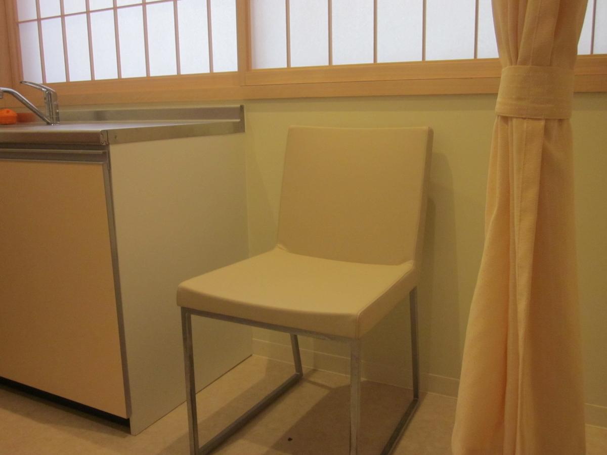 出雲大社授乳室背もたれ付き椅子