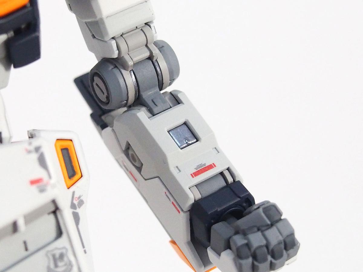 RG ν(ニュー)ガンダム 腕フレームの塗装 光る部分はメタルカラーのアイアン