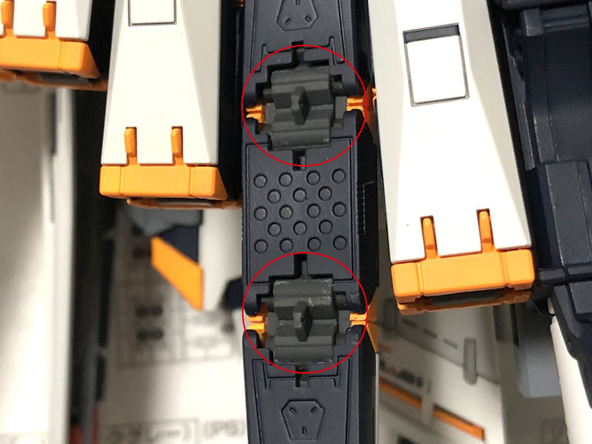 RG ν(ニュー)ガンダムのフィンファンネルのフレームはポリパーツなので、塗装しないのがベター