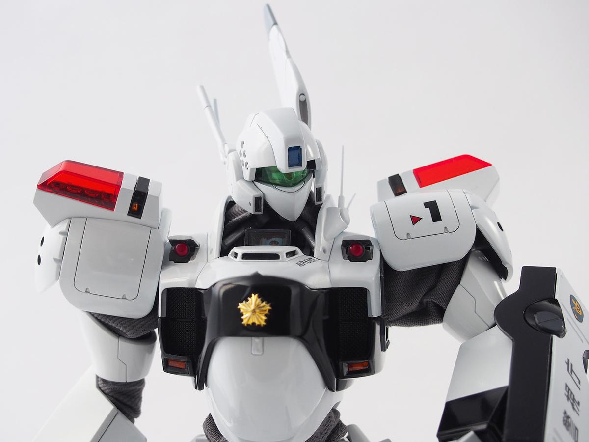 MG イングラム1号機 胸部ウォーニングライトを塗装したHアイズに置換
