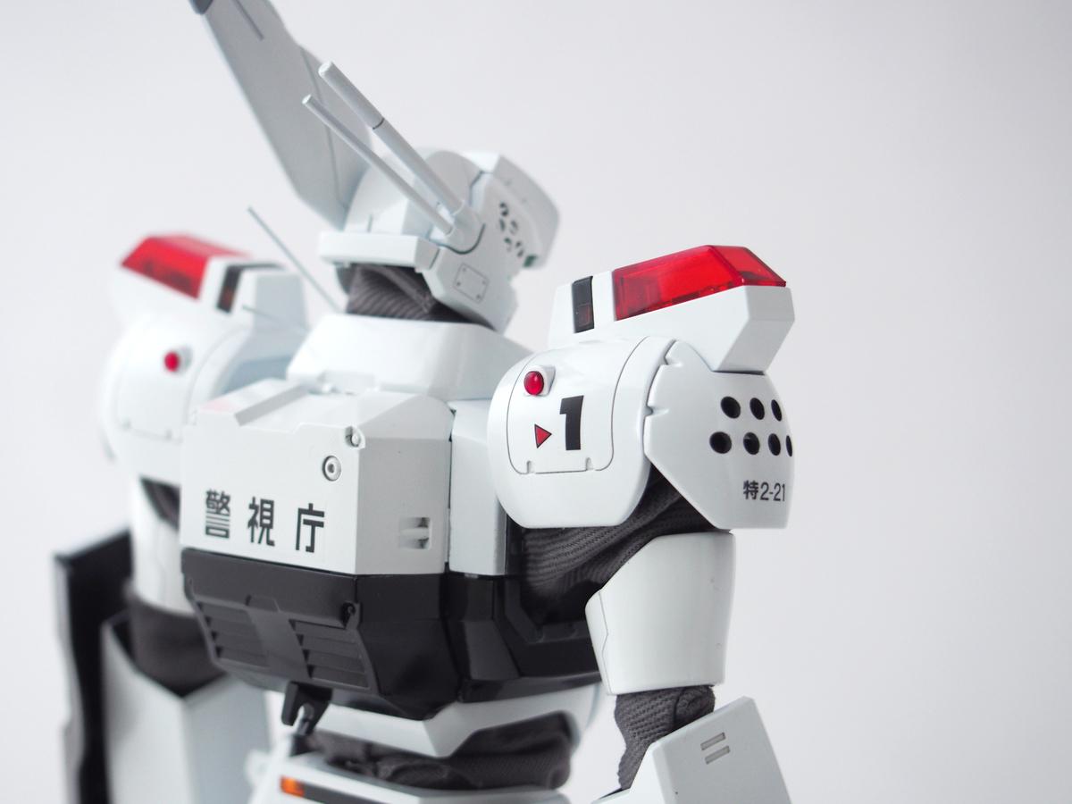 MG イングラム1号機 肩アーマー裏の丸モールドもHアイズに変更