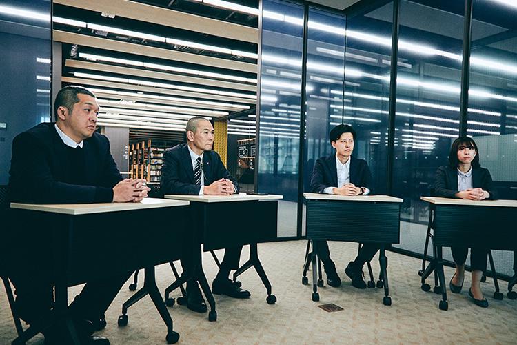 """""""インタビューは大正大学 新8号館の図書館にあるミーティングスペースで実施された"""""""
