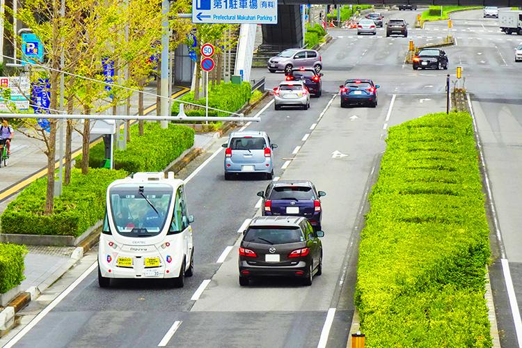 千葉氏の公道を自動運転走行するアルマ